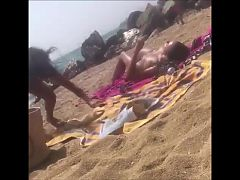 Voyeur a la plage (116) - 2 topless big tits at beach