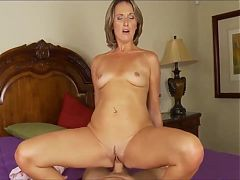 Horny amateur mom gets hardcore fuck homemade