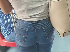 Magra gostosa de jeans claro