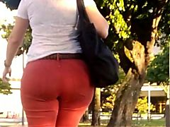 Seguindo a loirona no jeans Following the blonde on the way