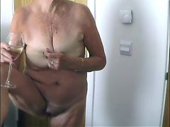 71 yr old Gilf standing pussy diddling